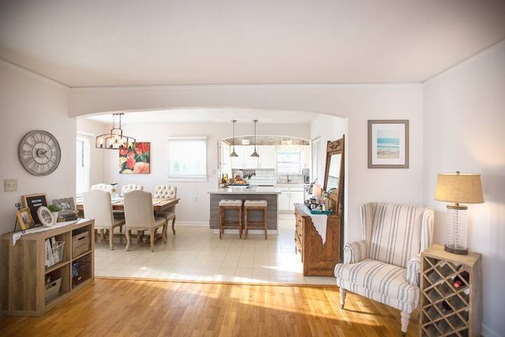 Charming beach cottage in historic Steilacoom
