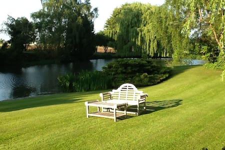 Luxury Beamed Lakeside property - Bed & Breakfast