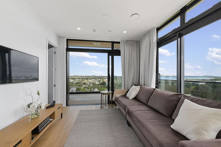 Takapuna Penthouse with a View
