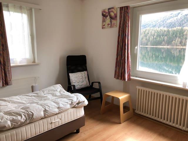 Einzelzimmer mit eigenem Bad in St. Moritz