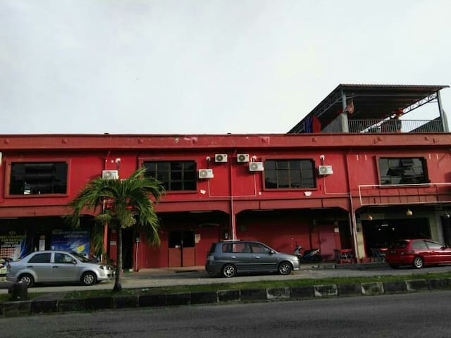 Manjung bus station hotel