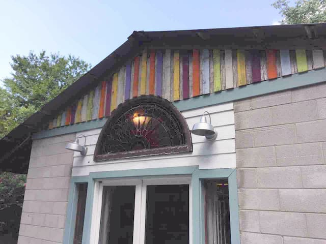 Artist's Studio Guest House,Center Hill Lake