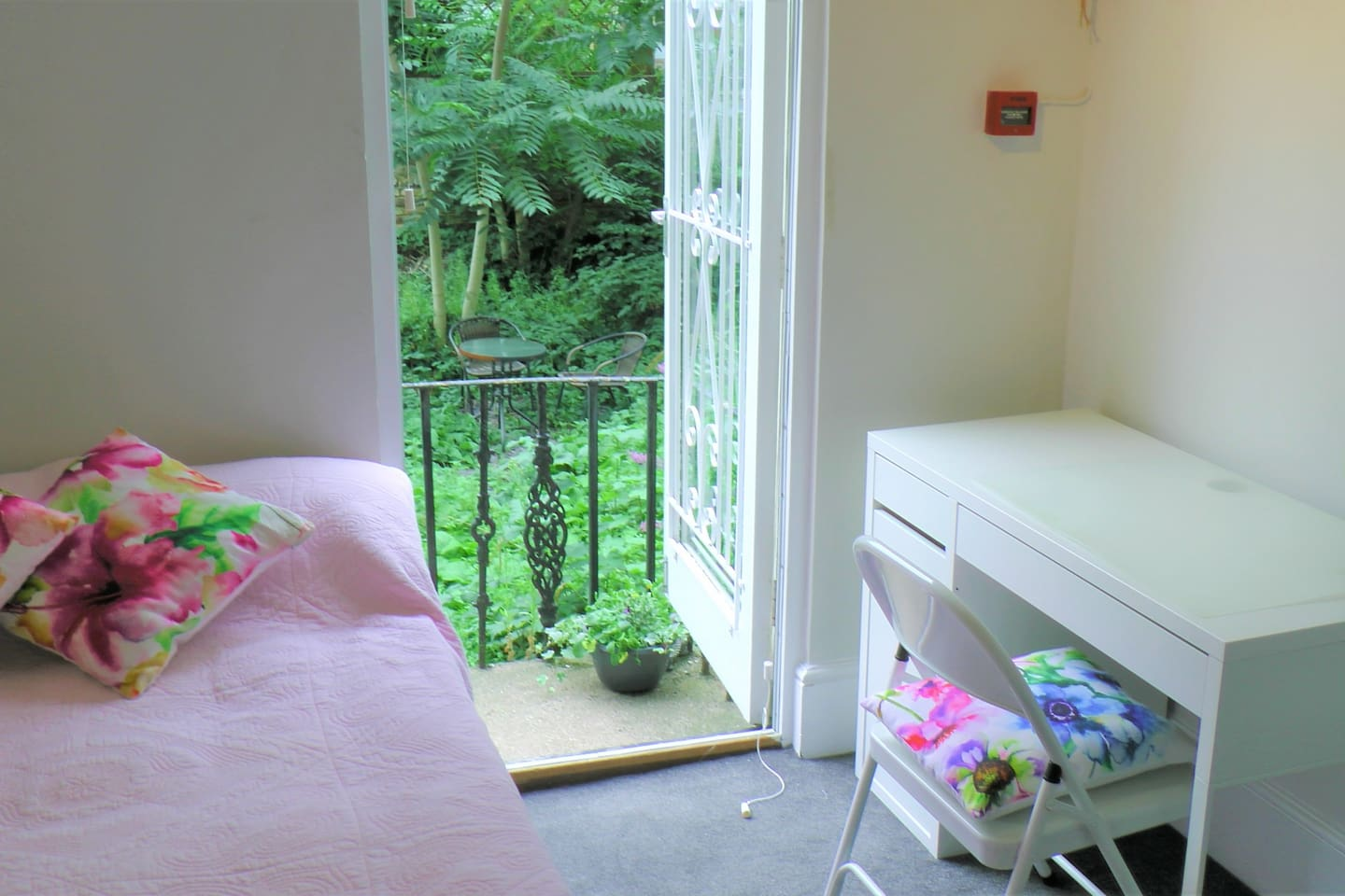 Your private room ( with desk + wardrobe + garden)
