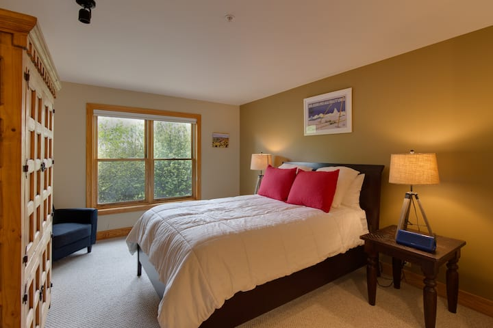 Closest to Targhee/Hot Tubs/King Bed/Updated&Clean