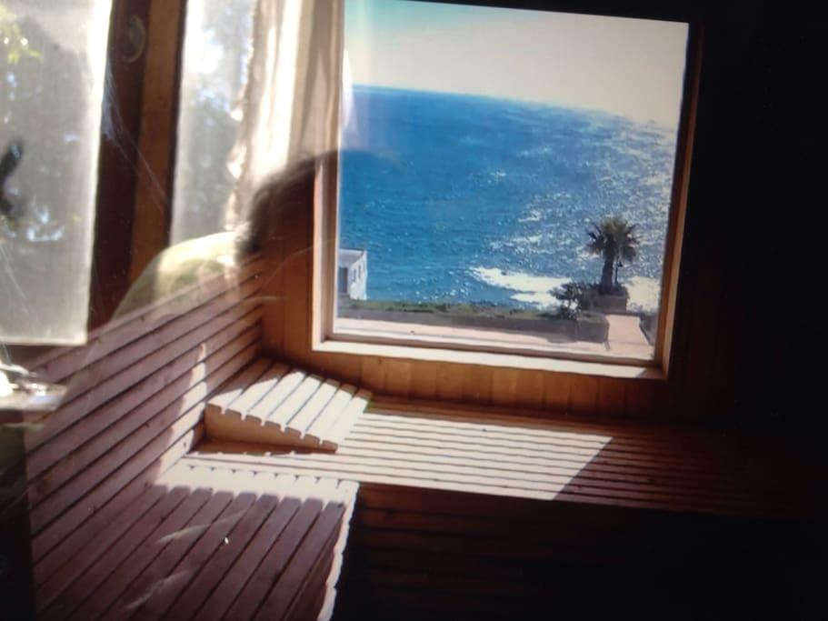 Es uno de los saunas con vista al mar