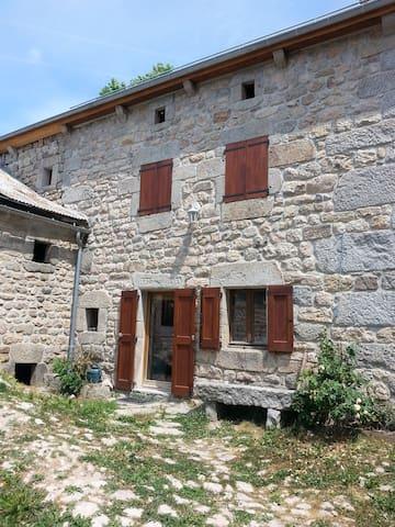 Ferme lozérienne à Apcher, à 4km de St Chély - Prunières - House