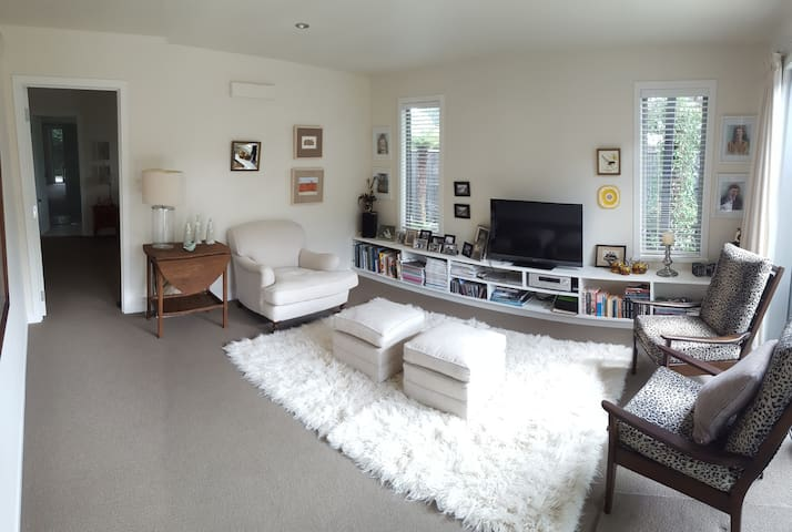 Margo's Town House on Surrey - Palmerston North - Huis