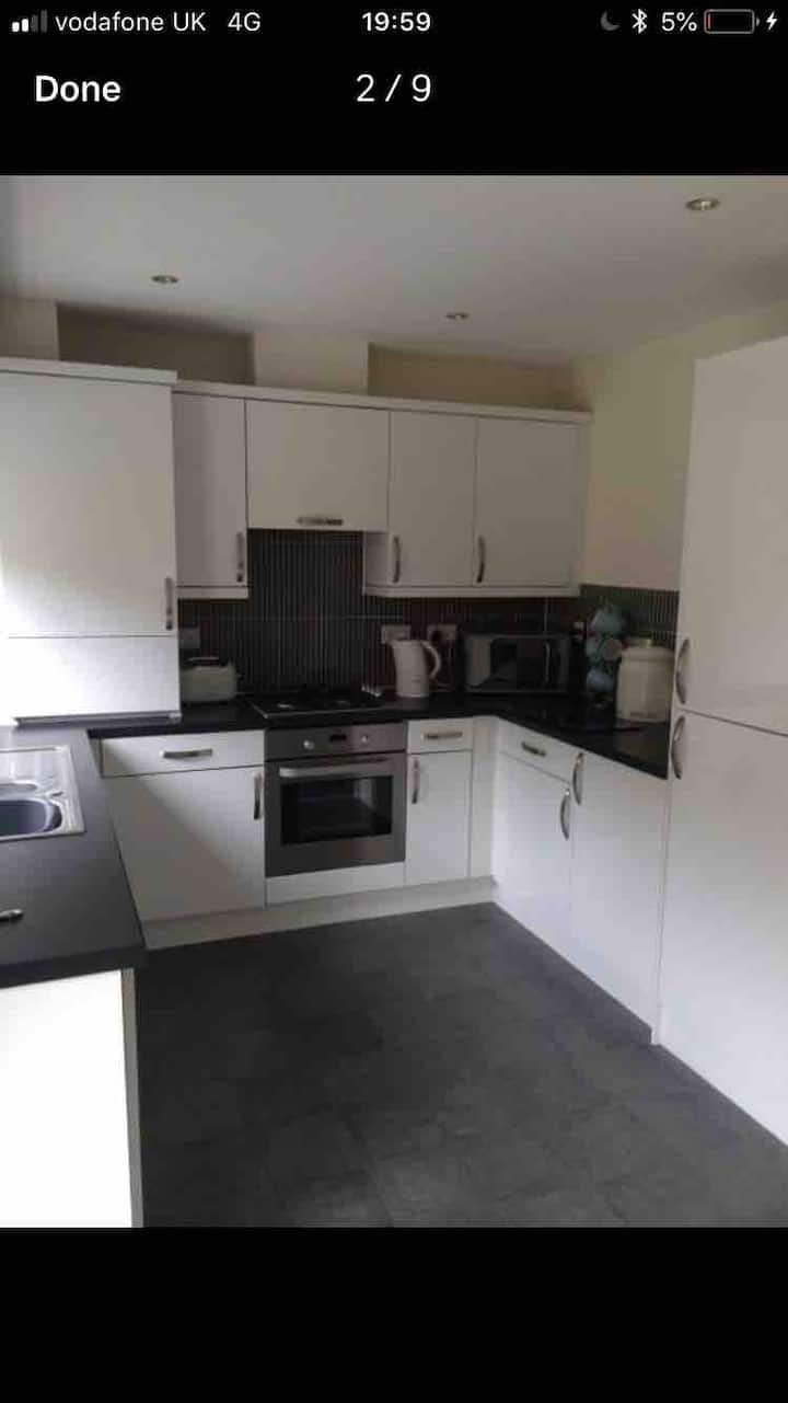 Kingseat 3 Bed Home With Fast Fibre WiFi &Parking