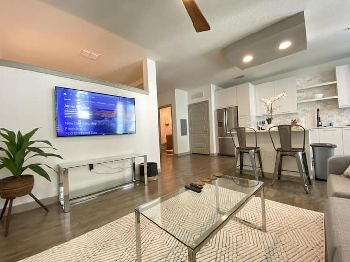 Majestic Ocean Views | Central Living in Tampa