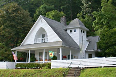 Magnolia Cottage B&B No added fees Upper level rms - Dillsboro - Bed & Breakfast