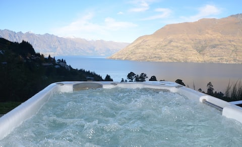 Stay at Queenstown - Mountain Elegance with spa