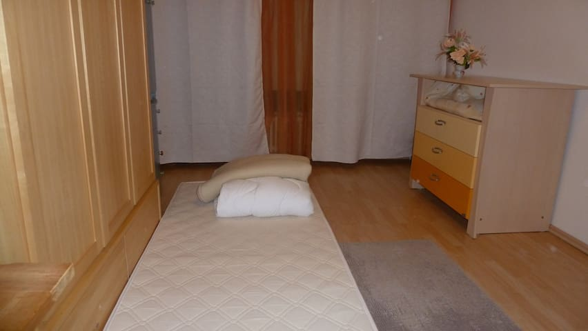 Little room close to Tegel Airport - กรุงเบอร์ลิน - ที่พักพร้อมอาหารเช้า