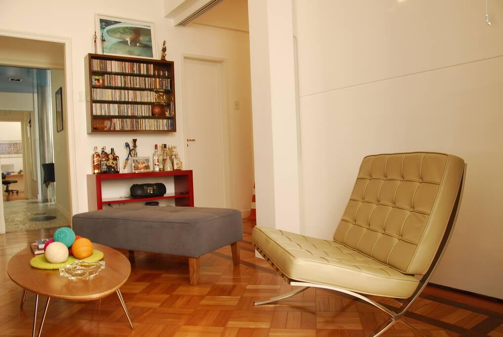 Sala de estar integrada à suíte | Foto: Monique Cabral