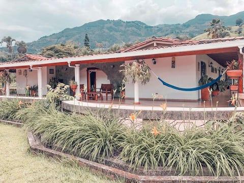 ¡Beautiful vintage villa!