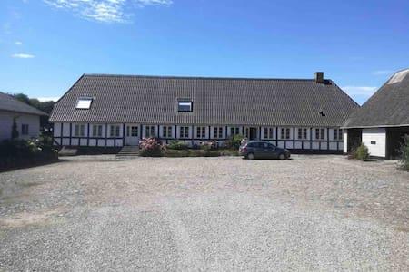 Serviceret lejlighed tæt på Rudkøbing.Egen indgang