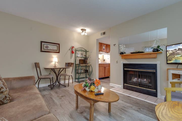 High In Laurel Inn!! Walk To Downtown!! LOCATION!!