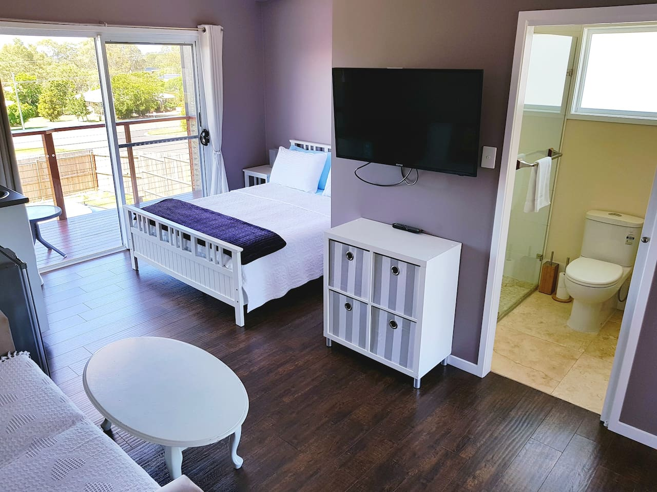 Queen bed and ensuite.