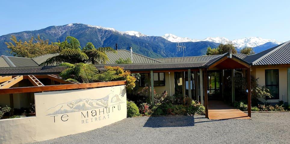 Te Mahuru Retreat- Room 4 (2 bedrooms)with Hot Tub