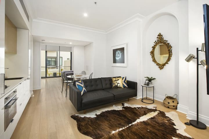 Heart of Sydney Entertainment 2B APT