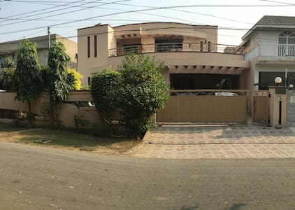 Beautiful 4 Bedroom House DHA - Lahore