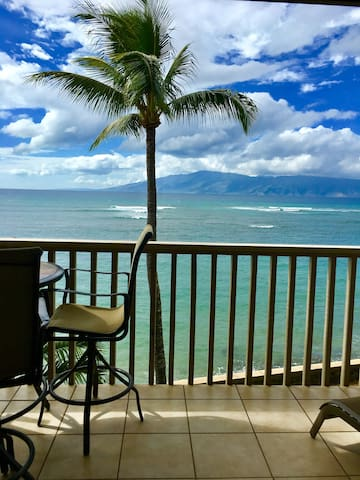 OCEANFRONT STUDIO! TOP FLOOR SPECTACULAR VIEWS! - Lahaina - Condominio