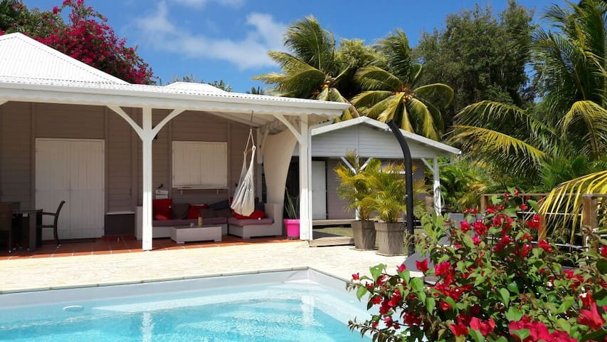 Bungalow de r ve sous les cocotiers cabins for rent in for Bungalow avec piscine martinique