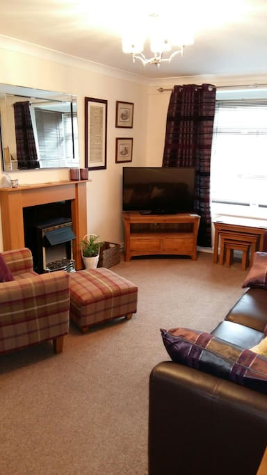Lovely sunny tastefully  decorated sitting room/ dinning room .