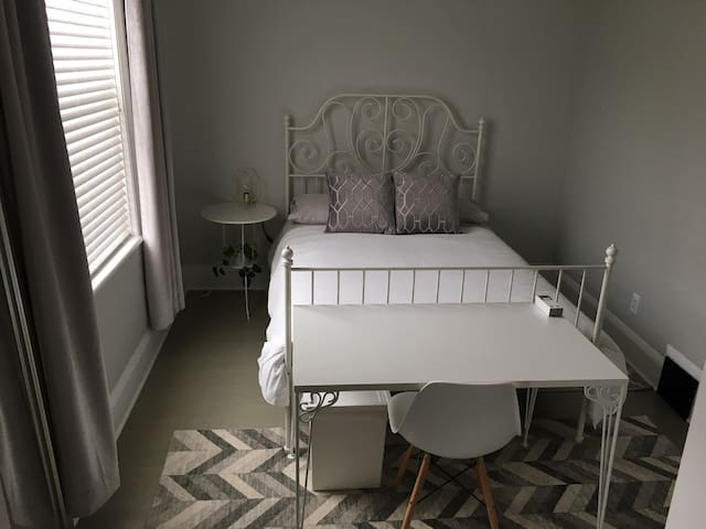 Downtown - Modern, Clean, Quiet Room with Balcony