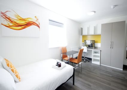 En-Suite Studio close to Luton Airport - Luton - Lägenhet