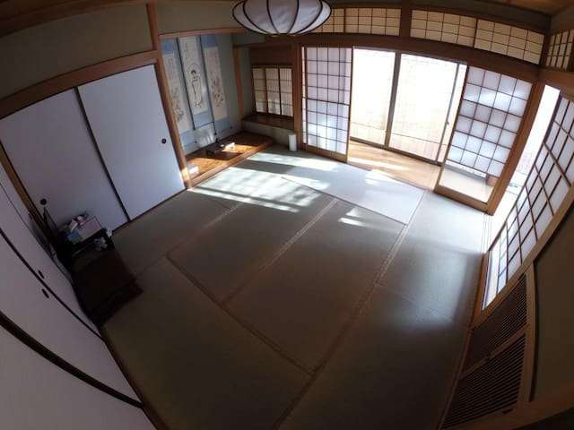 Oto Japanese-Style Family Room