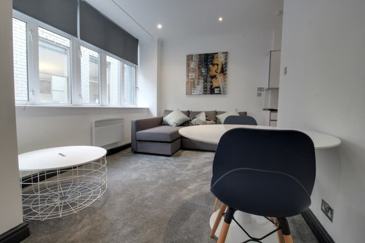 Luxury Apartment 3 minute walk from New St Station