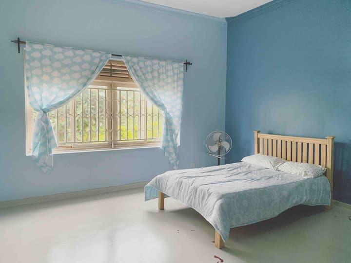 Sapphire Room - Cozy, Quiet & Clean in Jinja Town