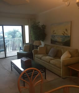 Destin condo on the beach! - Destin - Condominium