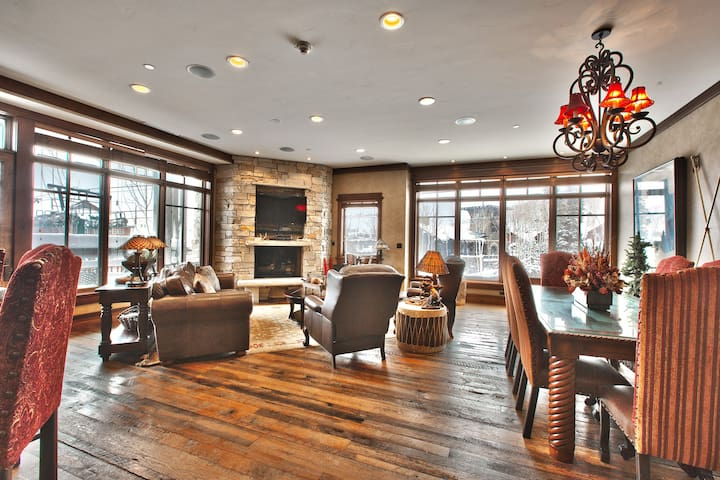 Spacious 2nd floor, corner unit, luxury, true ski-in/ski-out 3 bedroom/3.5 bath condo with amazing unobstructed slope-side views and 1 minute access to the world-class Deer Valley ski slopes.