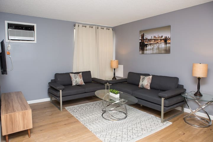 Handsome Hollywood One Bedroom - Fully Furnished