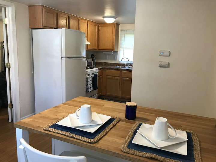Small 1 Bedroom Apartment Near Beach & Hiking