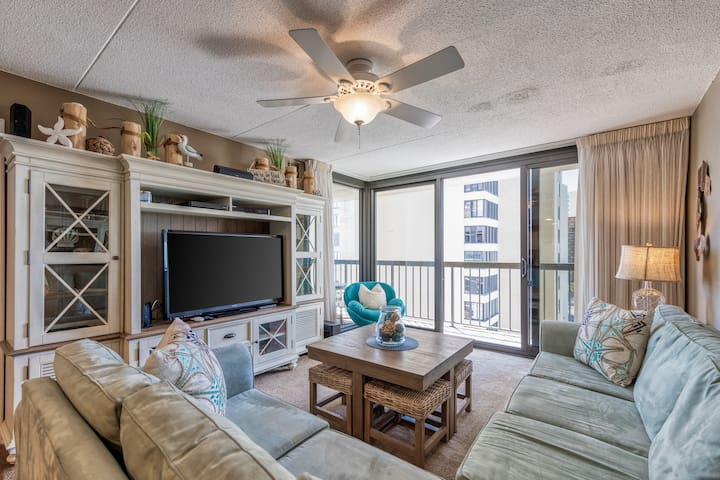 Stunning ocean view condo w/shared pools, tennis courts & free WiFi