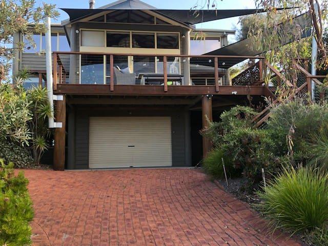 Tathra Beach Daze- a beautiful house with views!