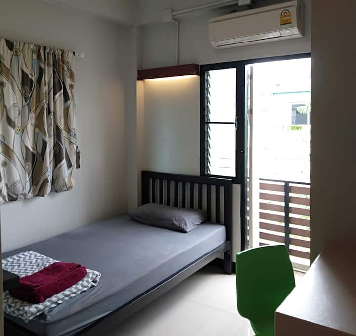 Clean& affordable 5 mins walk to Siriraj Hospital/