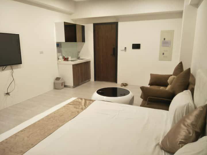 宜蘭頭城新溫泉房\房內冷熱温泉2-4人房*一張特大雙人床+一張標準沙發床