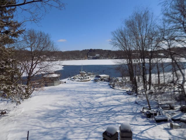 Lakeside Retreat Close to Mpls/St Paul/Stillwater