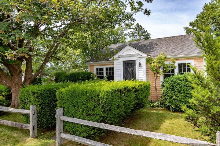 Stroll to Edgartown, AC, NEW Remodel, NEW Listing!