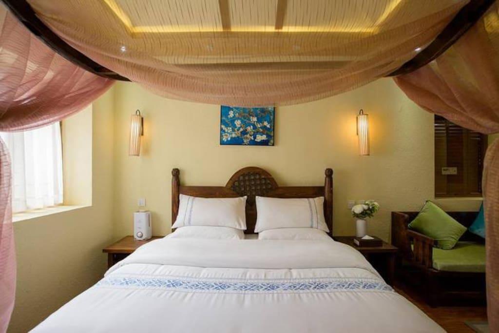 床上用品均采用纯天然高档织物,双重保暖。