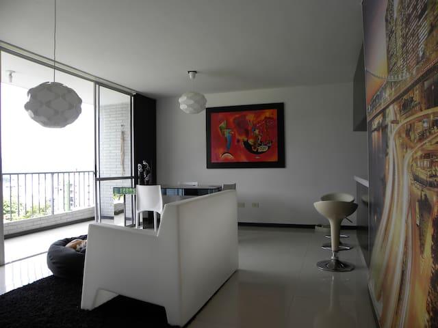 Moderno Apartamento con vista a la ciudad bonita.