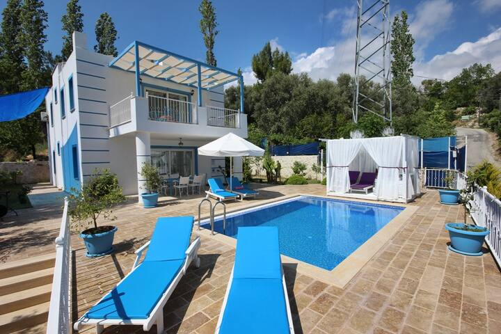 Villa Turkuaz. Havuzu Korunaklı Jakuzili 3+1 Özel - İslamlar Köyü - Villa