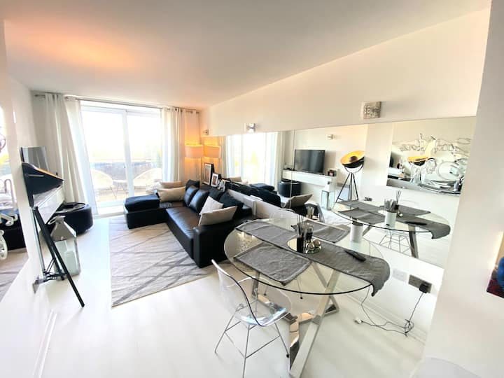 Luxurious high street apartment - Brentwood.