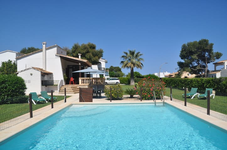 Villa Can Casina 200 meters. from the beach of Cala Anguila