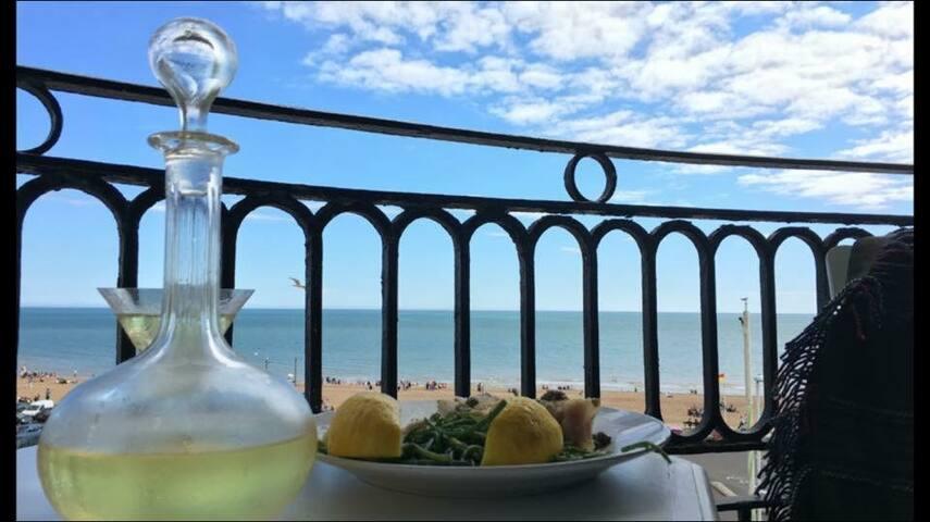 Moray Hastings beach apartment with seaviews