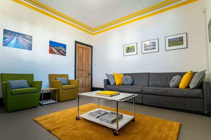 Spacious Designers Apartment in South Manchester