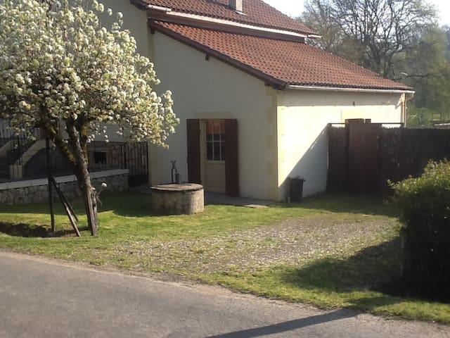 Studio vlak bij Chateau Lanquais - Lanquais - Daire